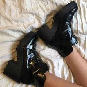 SHOE CULT black platform boot